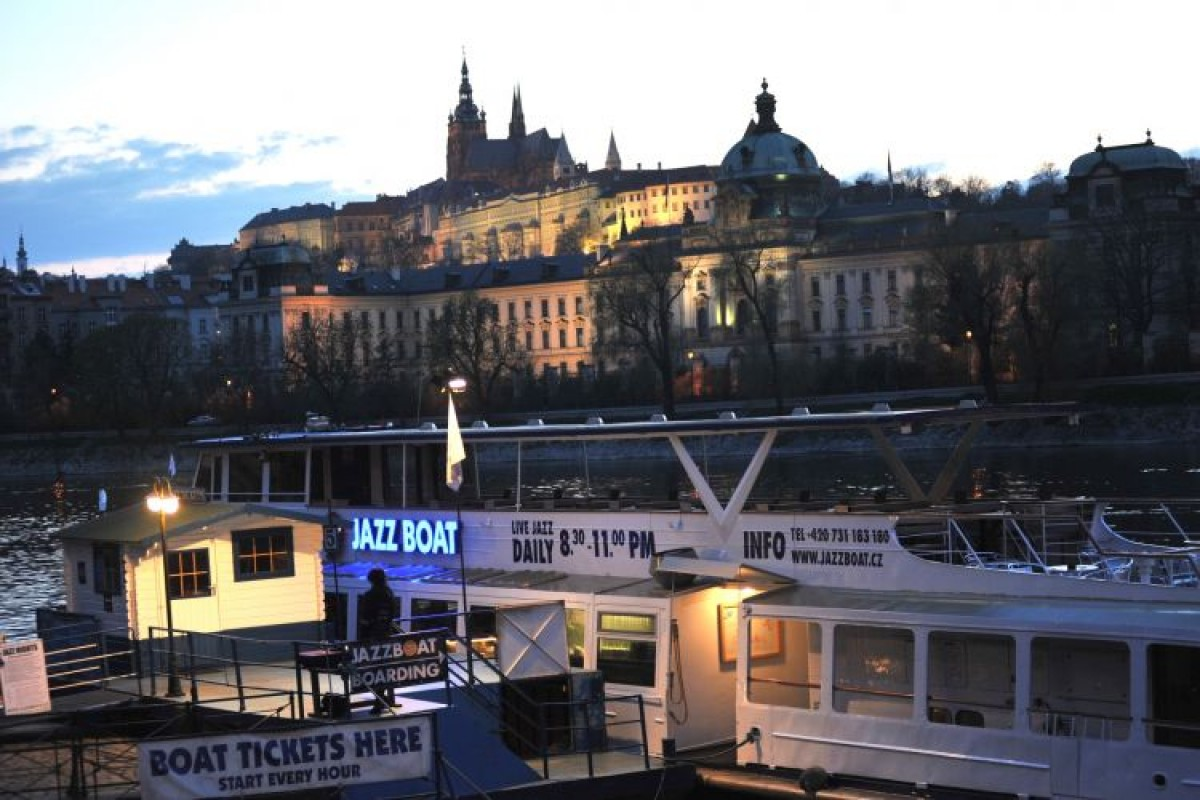 Cruise Prague on the Jazzboat