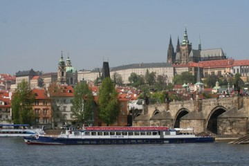 Guided sightseeing cruises