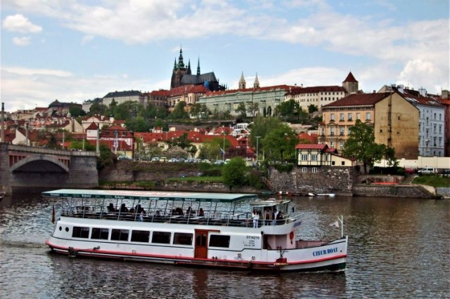 Weekend 1-hour cruise on the Vltava River from 4.10.2021