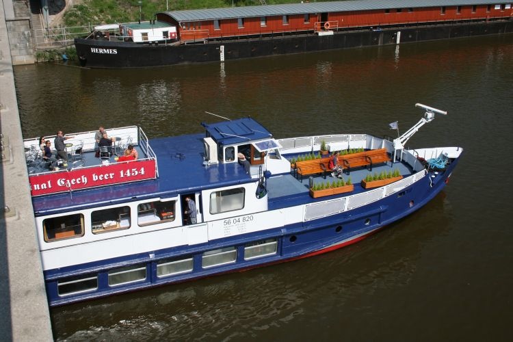 One hour river cruise on Classic River Boat