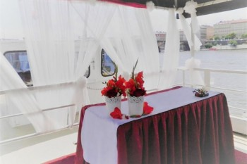 Wedding on boat