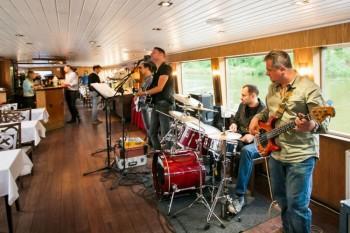 Živá hudba na lodi