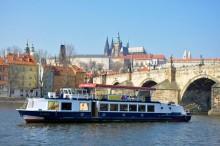 Loď Slapy - u Karlova mostu