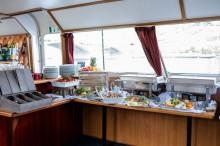 Rautové občerstvení na lodi Najade